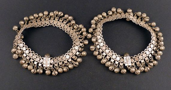 Old Indian silver anklet from India, belly dance jewellery, Rajasthani jewellery, Rajasthan anklet, ethnic tribal jewellery