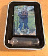 Erg leuk voor een vriendin als cadeau!  De aansteker met foto is uniek en leuk om te geven als cadeau. De aansteker met foto wordt geleverd met vulling en een mooi bijpassend doosje!