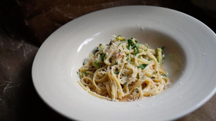Vegetarisk allt-i-en-gryta-pasta för bekväma dagar