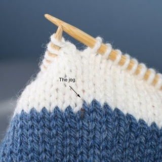 "Knitting Tutorial: Avoid that nasty jog when knitting stripes. Learn how to make a ""jogless join."""