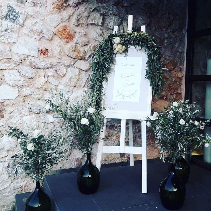 Welcome sign with pretty olive leafs and eucalyptus garland! #greenery #garland #sensyleevents #olivebranches #oliveleafs #sensyle
