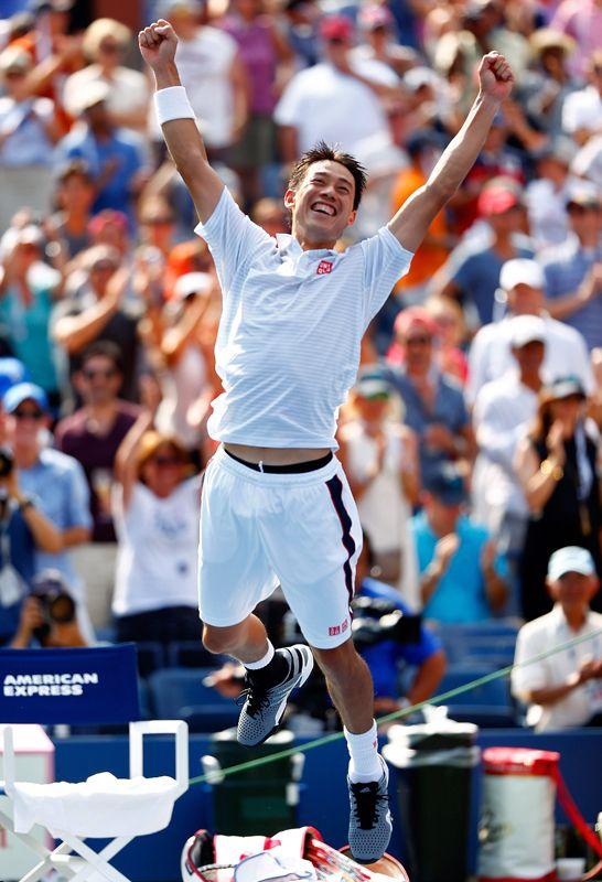 男子アジア勢初のグランドスラム決勝進出を決め、嬉しさのあまり飛び跳ねる錦織圭
