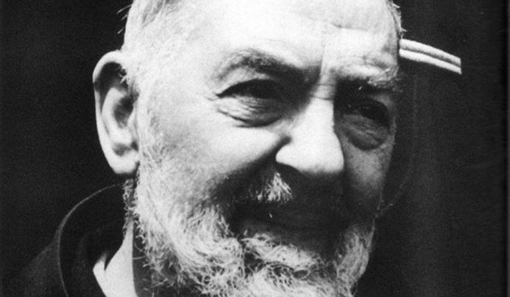 """Un giornalista e un matematico, un cristiano """"per grazia"""" e un ateo """"al cubo"""", a confronto per analizzare e contestare la storia di Padre Pio, il frate cap"""