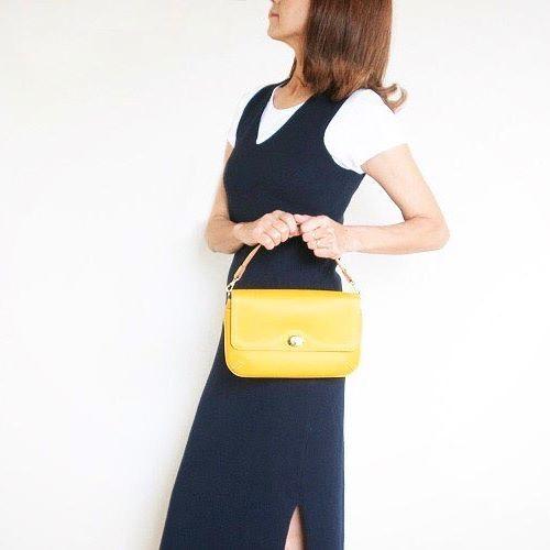 黄色は コミュニケーション能力up  金運up のラッキーカラーなんですって! ' #latitudemomo #ラミカ #handbag #mode #stylish  #simplestyle  #大人かわいい #ハンドバッグ #革のバッグ #革小物 #おしゃれ な人 #カジュアル に上質なものを #黄色 #ラッキーカラー  #シンプルコーデ  #楽天ラミカ