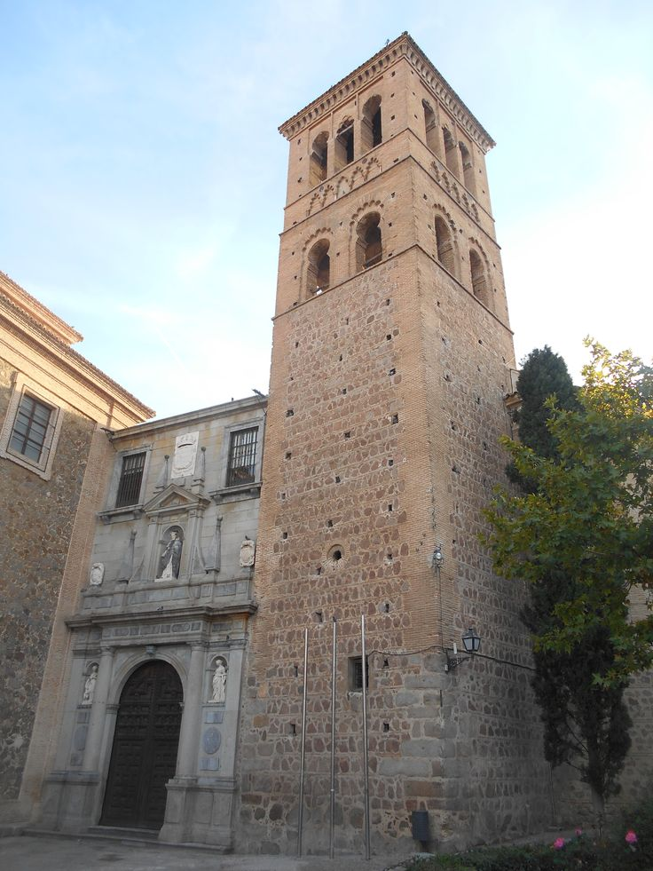 Torre mudéjar del siglo XIII  y frente del siglo XVI