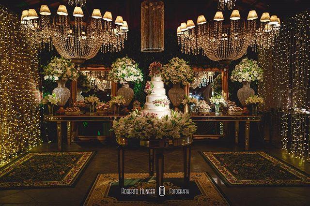 Mesa de doces e bolos preparada com todo carinho para recepcionar os ilustres convidados desta noite inesquecível... #wedding #weddings #bride #brides #groom #woman #marriage #noiva #noivas #noivasdeminas #decoraçao #bolodecasamento #mesadedoces #cake #flores #flower #classico #classic #casamento #casamentos #cristais #bodas #aninharodrigodecoradores #rodrigoeaninhadecorações #evedeso #eventdesignsource - posted by rodrigoaninhadecoradores https://www.instagram.com/rodrigoaninhadecoradores…