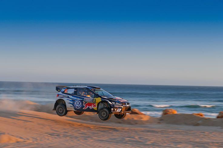 Volkswagen kończy starty w Rajdowych Mistrzostwach Świata podwójnym zwycięstwem – Mikkelsen i Ogier piszą w Australii historię. #volkswagen #volkswagenteam #motorsport #australia #beach #car #samochody #rajdy #