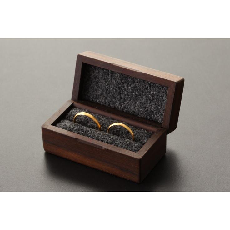 tek/指輪入(ツイン) ローズウッド×灰色 12600yen 大切な想いとともにずっと使っていきたい、木の指輪ケース