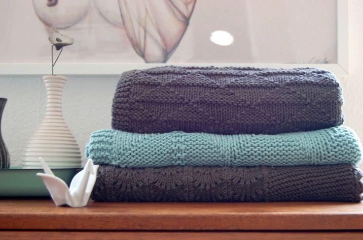 Der er nu noget særlig hyggeligt over at strikke babytæpper. Tanken om, at der ligger en lækker lille...