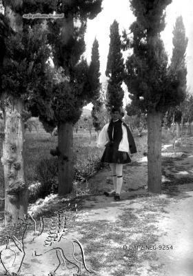 Porträt eines Mannes in Tracht Paros (Regionalbezirk), Paros. Nachlass Alfred Schiff (1863-1938); Uni-Koeln