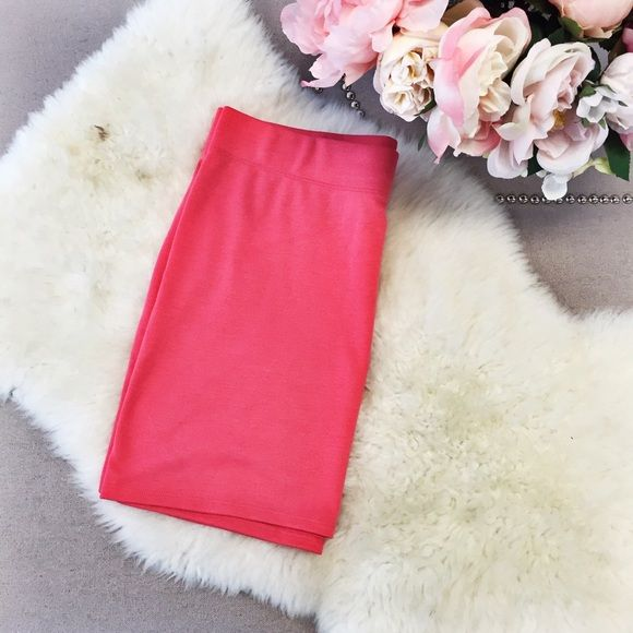 Coral Pencil Skirt Cute coral pencil skirt from PacSun. Never been worn and is in good condition. PacSun Skirts Pencil