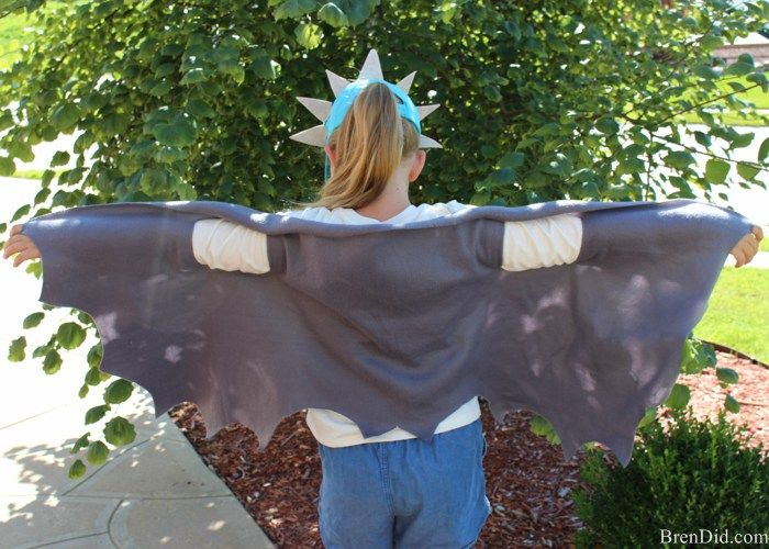 DreamWorks Dragons: Race to the Edge - Easy no sew dragon wings will transform your favorite How to Train You Dragon fan into their high flying dragon of choice. #Netflix #StreamTeam