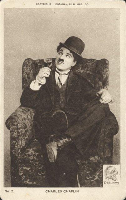 Charles Chaplin, en el personaje que lo inmortalizó, Charlot (el vagabundo)