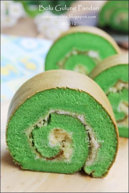 Pandan cake roll