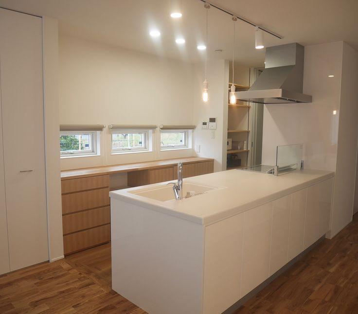 Um Rph Instagram キッチン 今までのマンションの狭いキッチンとは違って ほんとノンストレス ボウルやお皿を沢山並べながら料理できることに感動 笑 背面収納はフルオーダーで家具屋さんに作ってもらいました 吊り戸棚なし 家 狭い