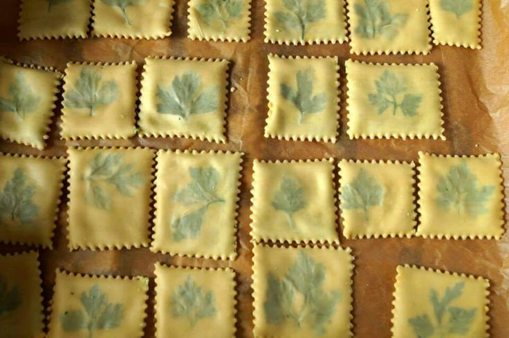 Quadrati ripieni con pesto di zucchine Nadziewane ravioli kwadratowe z pesto z zucchini Filled pasta squares with zucchini pesto
