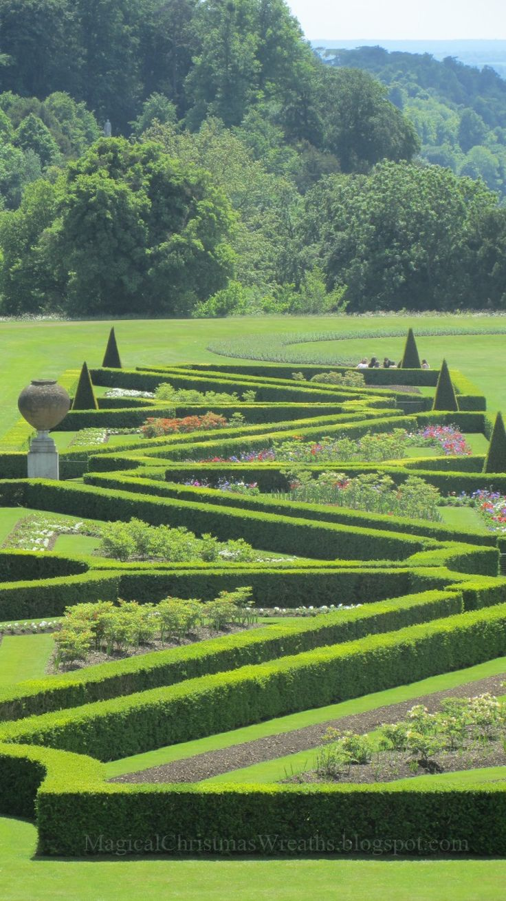 Landscape architects and garden designers on domain design directory - Cliveden House Berkshire Topiary Garden Click Scroll Way Up