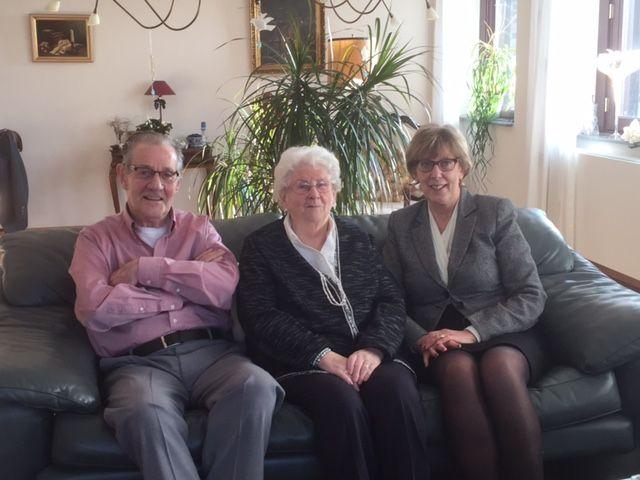 Op 19 december heeft de burgemeester een bezoek gebracht aan de heer en mevrouw Van Ballegooijen-De Waal Zij zijn 60 jaar getrouwd.