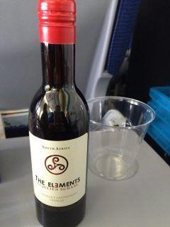 機内で飲んだお酒はこのミニボトルのワイン本とハイネケン本缶  初のKLM航空でアムステルダム経由でイギリスのバーミンガム空港までフライトにて  #オランダ #KLM航空 #機内 #ワイン #飲み放題 #世界を股にかける #タイ政府認定 #タイ古式 #マッサージ #マタニティ #セラピスト #ティーチャー #インストラクター #講師  #資格取得 #キョーコ #参上 #プレジデントバンク