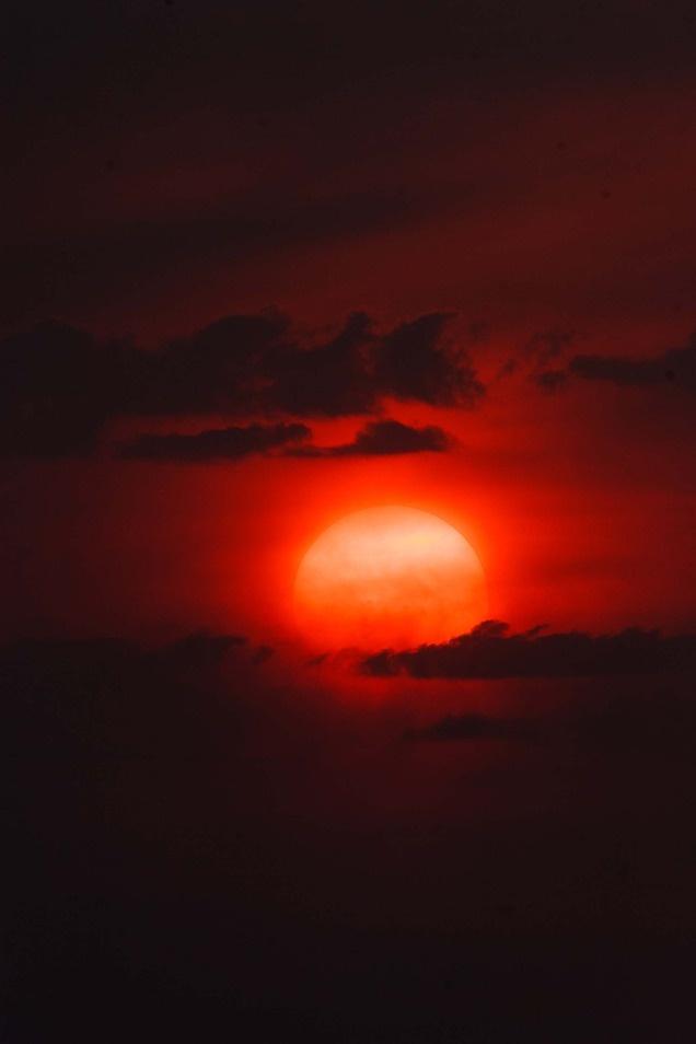 The setting sun burns through the haze and smoke over Salt Lake City on Aug. 16, 2012. (Trent Nelson  |  The Salt Lake Tribune): Salts Lakes Cities, Sun Burning, Lakes Tribun, Sets Sun, Pink Clouds