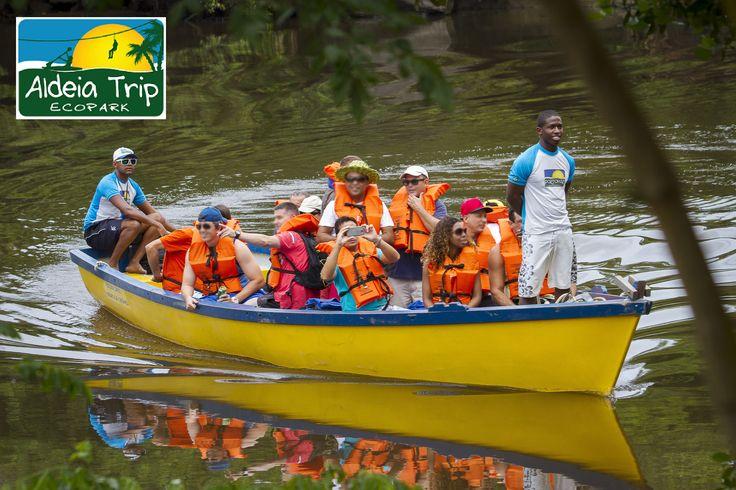 """Esta é a canoa utilizada para Grupos no passeio """"Tirolesa - Aldeia Trip"""" para reservas: contato@portomar.com.br"""
