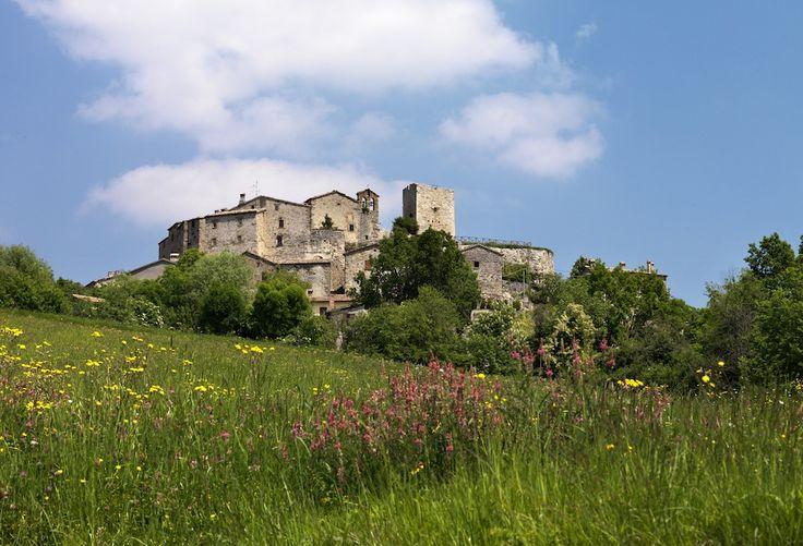 Il borgodell'ozio creativo: uno sguardo sulla Valmarecchia dal Petrella Guidi. http://www.inmagazine.it/2013/07/borgo-dellozio-creativo/