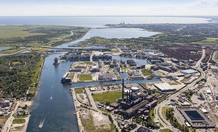 Mod syd. Sluseholmen, Teglholmen og Enghave Brygge udgør tilsammen den nye del af Københavns Sydhavn. Nye boliger og erhvervsdomiciler er skudt op i tusindtal over de seneste år og området er i stadig udvikling.