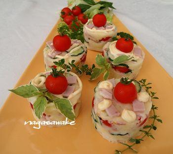 ポテトサラダもカップに詰めて形を整えることでパーティー料理の一品に。
