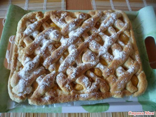 Очень хорошее тесто для сладких пирогов. У меня пирог с абрикосами.