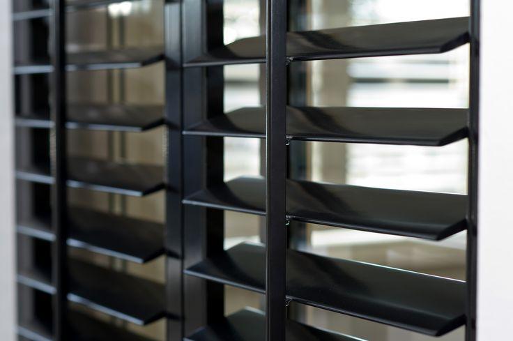 zwarte shutters (centrail tile)