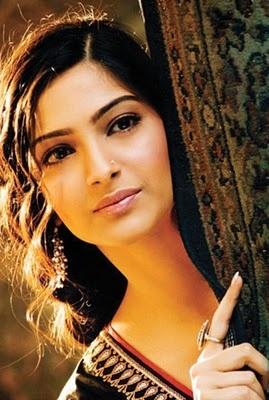 Sonam Kapoor, Bollywood beauty #SonamKapoor