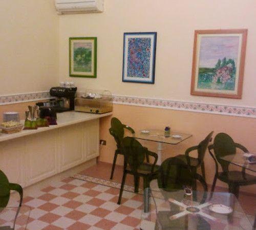 Sala colazione e Balcone aperte tutto il giorno