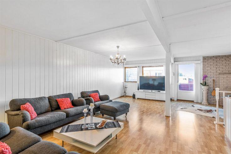 (14) Skjetten: Attraktivt og innholdsrikt rekkehus over to plan med 3 soverom - Flere solrike uteplasser - Garasjeplass - Svært barnevennlig - Kort vei til off. komm. | FINN.no