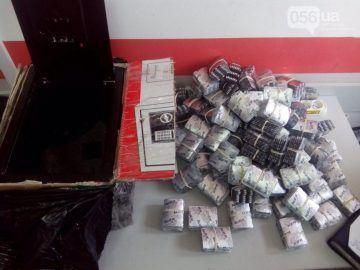 В области перекрыт канал поставки сырья для «метамфетамина» http://dneprcity.net/dnepropetrovsk/v-oblasti-perekryt-kanal-postavki-syrya-dlya-metamfetamina/  Мощный канал поставки подконтрольного лекарственного средства «акатар», содержащего в своем составе «псевдоэфедрин» перекрыли в эти выходные сотрудники Седьмого управления Департамента противодействия наркопреступности вместе со Службой безопасности Украины. Об этом 056.ua