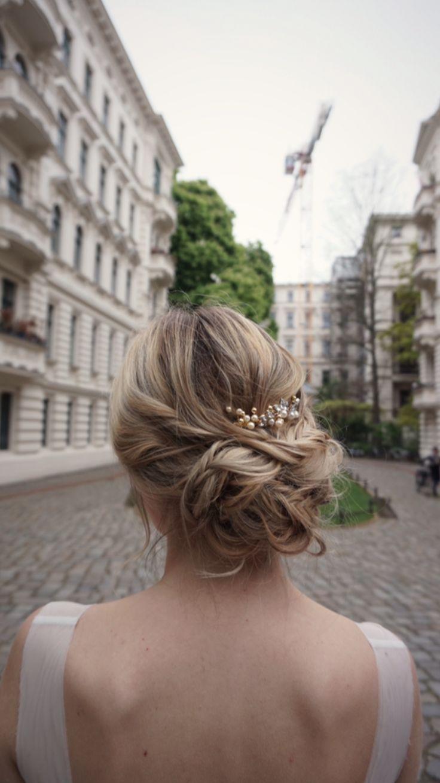 Brautfrisur mit Haarschmuck Hochzeit hochsteckfrisuren Brautschmuck Updo bridalhair Messy Updo hairstyle , styleshooting Hochzeit Brautstyling