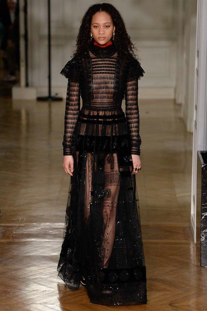 Valentino Fall 2017 Ready-to-Wear Fashion Show - Selena Forrest