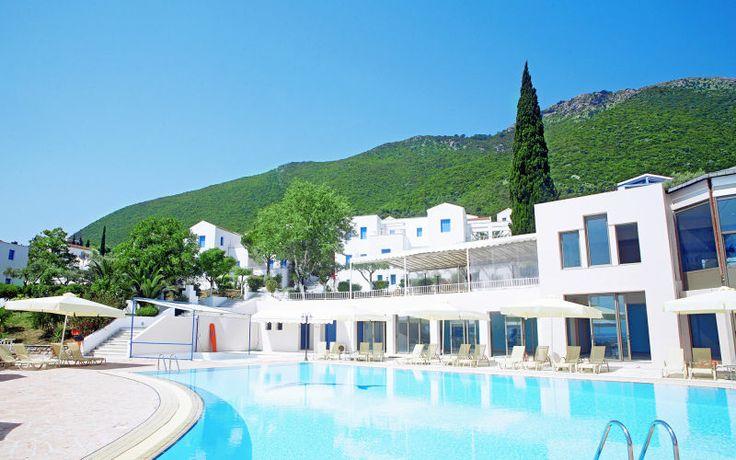 Porto Galini on kauniilla paikalla rannalla. Tässä perhehotellissa on tekemistä sekä aikuisille että lapsille. Spa-osastolla on erilaisia hoitoja ja lisää hemmottelua lomaan saat varaamalla puolihoidon. www.apollomatkat.fi