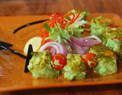 Paneer cubes marinated in coriander chutney and cooked to perfection.