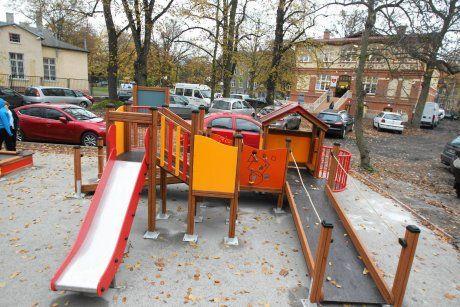 Ufundowany przez nas Integracyjny Plac Zabaw dla  Stowarzyszenia Tęcza w dawnym klubie Kontrasty.