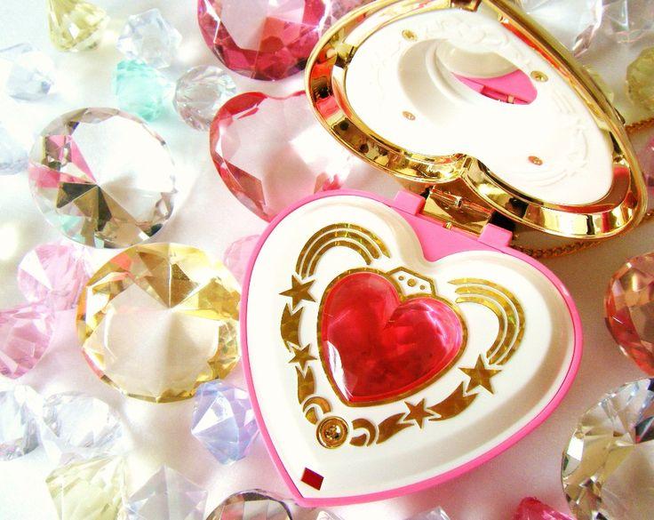 Sailor Moon heart transformation brooch compact
