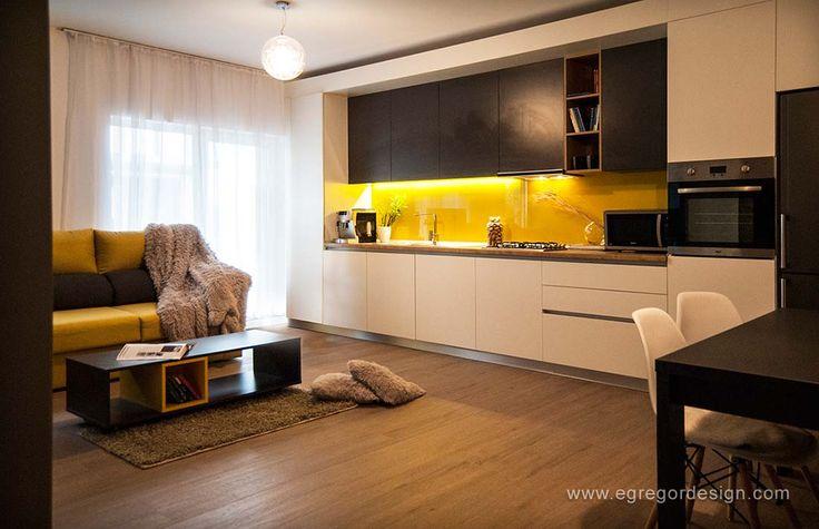 amenajare si mobilare apartament cu doua camere bucatarie la comanda cluj sticla vopsita