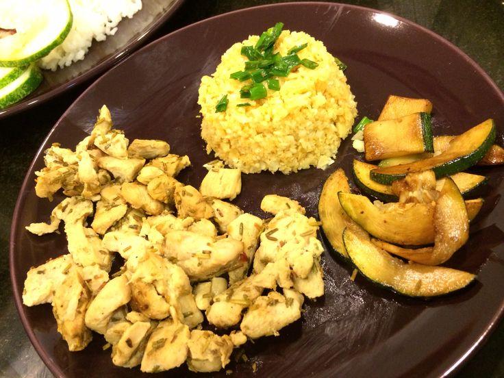 Cohen Diet: Lemon Rosemary Chicken with Caulirice and Zucchini marinated in balsamic vinegar #lynskitchen #cohenlifestyle