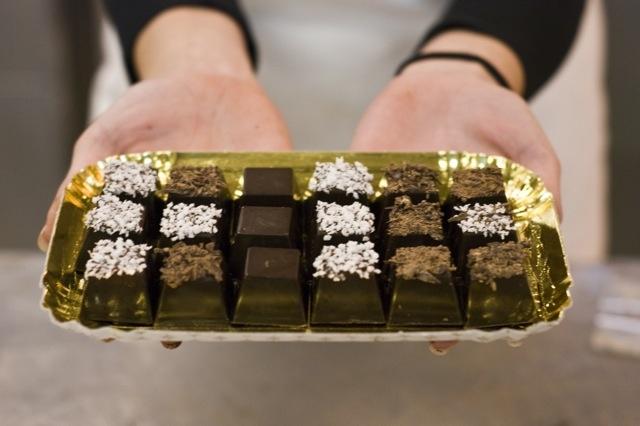 Lezioni di cioccolato (http://www.profumidalforno.it/portal/lucedalforno/lezioni_di_cioccolato)