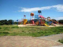 彦島にある老の山公園はカラフルで可愛らしい遊具がいっぱいです 子ども達が遊び回るに最適ですよ 旧有料道路側にアスレチックなどが整備されています そして子どもウケいい公園な気がします 天気の良い日にはぜひ遊びに行ってみてください tags[山口県]
