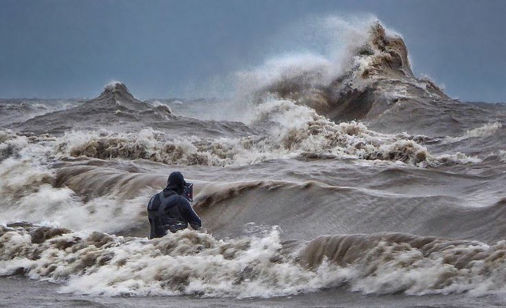 """When the weather begins to turn colder, Lake Erie comes to life! And when this happens, you're very likely to find Canadian photographer Dave Sandford waist deep in the frigid water, taking photos of the violent, mighty waves as an installment in his """"Liquid Mountains"""" series.According to a document..."""