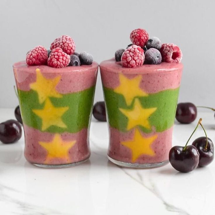 I think I've found my #smoothie soulmate. This is one of the most inspirational mood-boosting smoothies I've seen in a while - thanks to @mycolourfuleats . I think I'm going to use this recipe for my next #smoothie and sprinkle it with some edible flowers. . @juliasnabl . .  LIKE  this if you agree . #regram @mycolourfuleats . KALE-SPIRULINA and CHERRY SMOOTHIE  . Topped with berries and mango stars stuck inside!