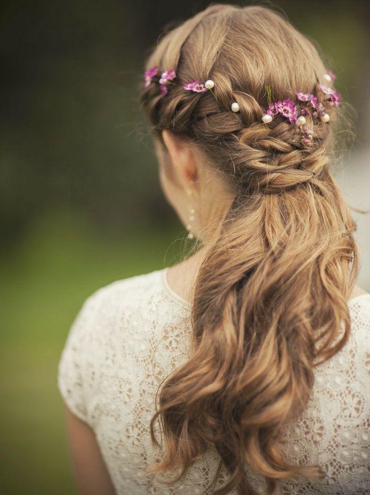 髪型は、ハーフアップで女らしさMAX♡可愛すぎるハーフアップ参考アレンジ11選♩にて紹介している画像