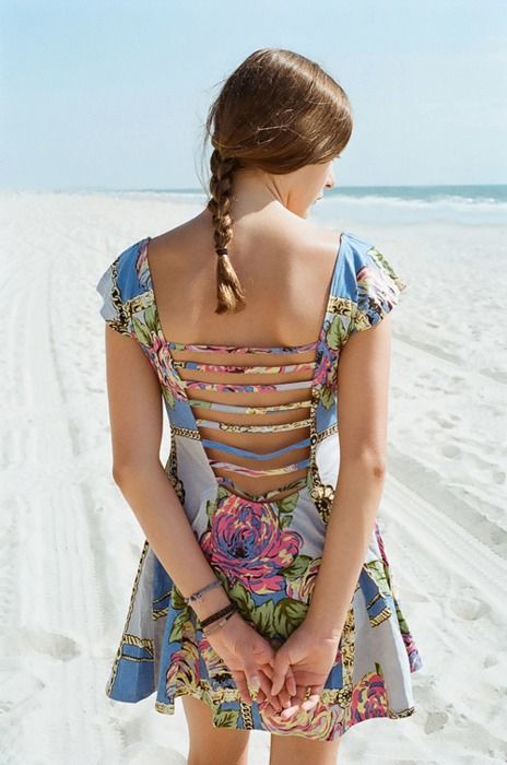 omg love the back of this dress