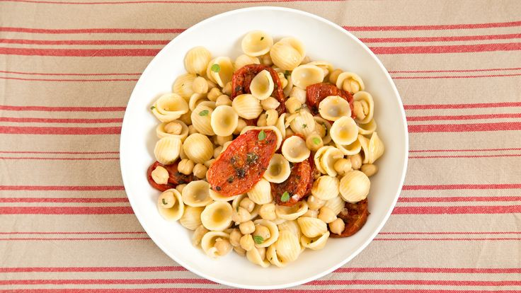 6 mouthwatering vegetarian recipes. the ho-hum jarred sauce and try our super-fast recipes rigatoni with broccoli, linguine with spinach, ziti with cauliflower and more.