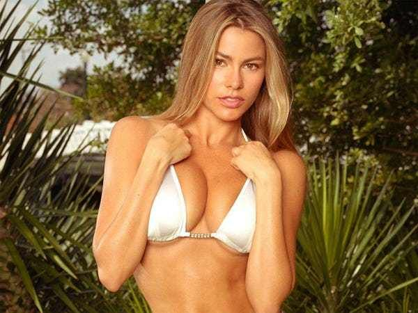 Ever wanted to know to which starlet has the best, or thebiggest breasts in Hollywood? Well, now you have the opportunity to weigh in (not everyone thinks that biggest is best).There are many sexy ladies in Hollywood, but many famous actresses do not have thebiggest breasts ...
